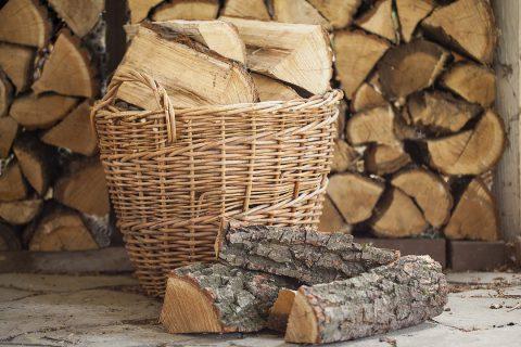 Le panier à bûche : idéal pour ranger vos bûches et décorer votre intérieur