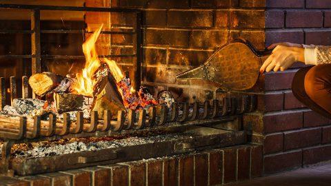 Le soufflet de cheminée : idéal pour entretenir votre feu